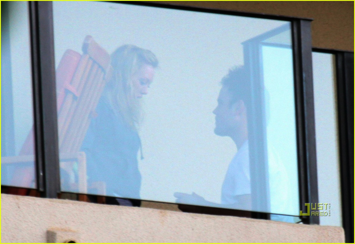 hilary duff mike comrie proposal hawaii 03