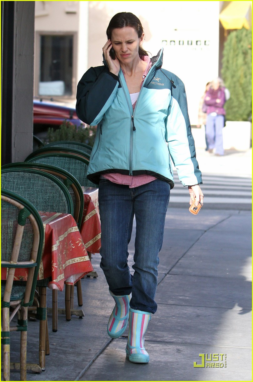 jennifer garner is ready for the rain 112425927