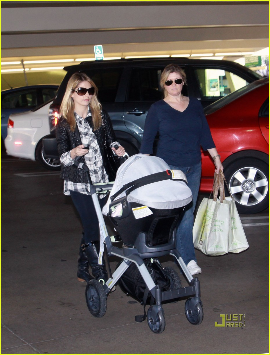 sarah michelle gellar whole foods 02