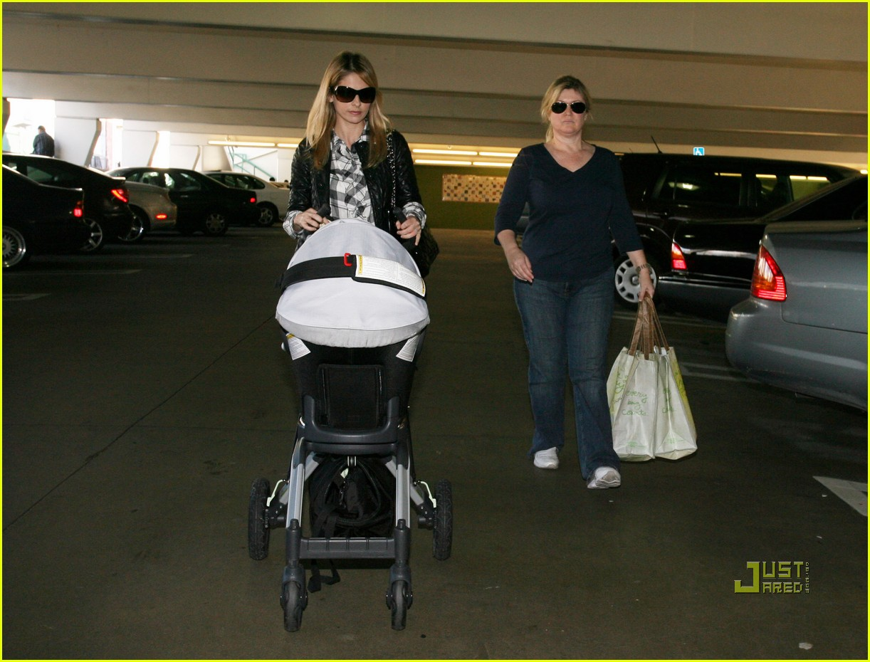 sarah michelle gellar whole foods 06