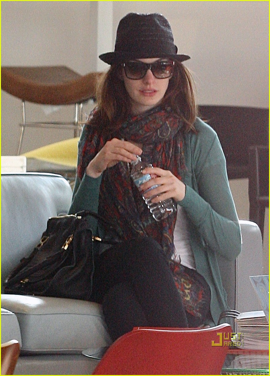 anne hathaway adam shulman furniture shopping 032425165
