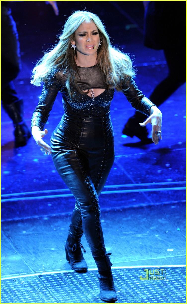 Full Sized Photo Of Jennifer Lopez What Is Love Live 05: where does jennifer lopez live