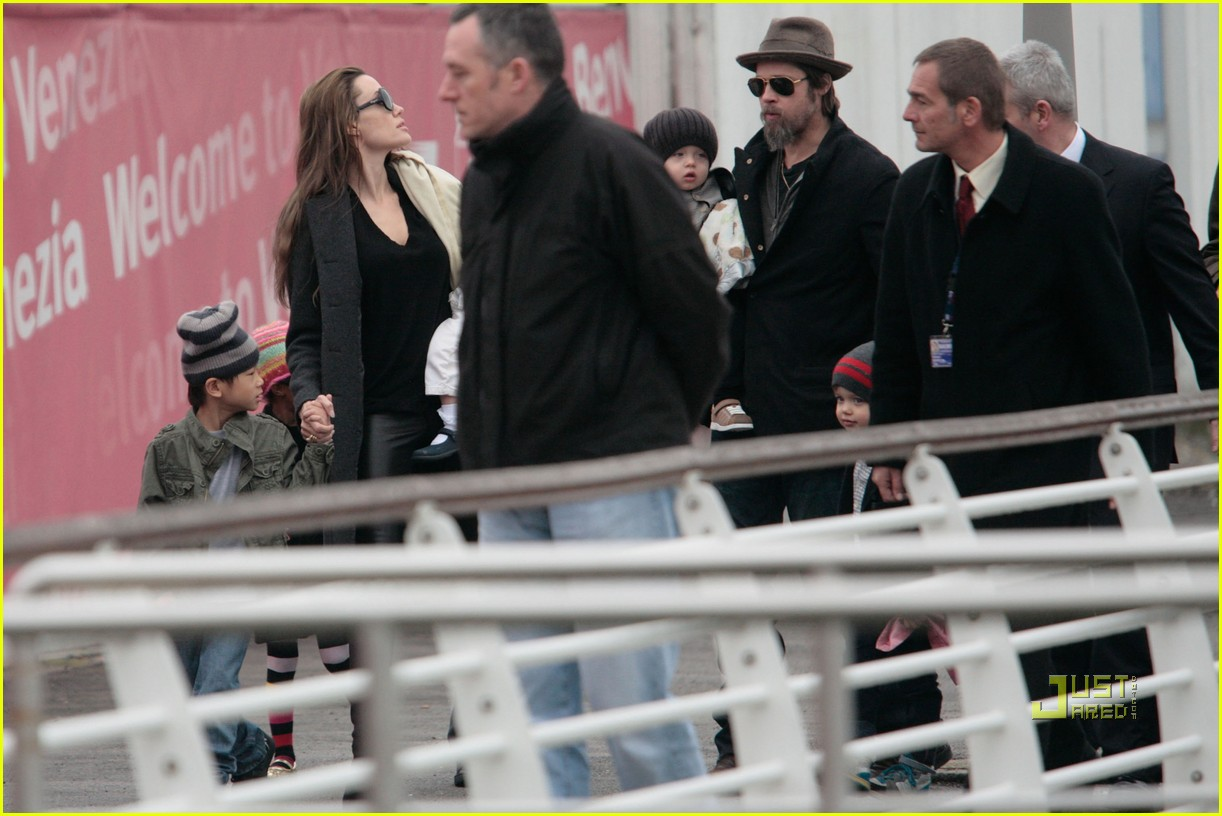 brad pitt angelina jolie twins venice 11