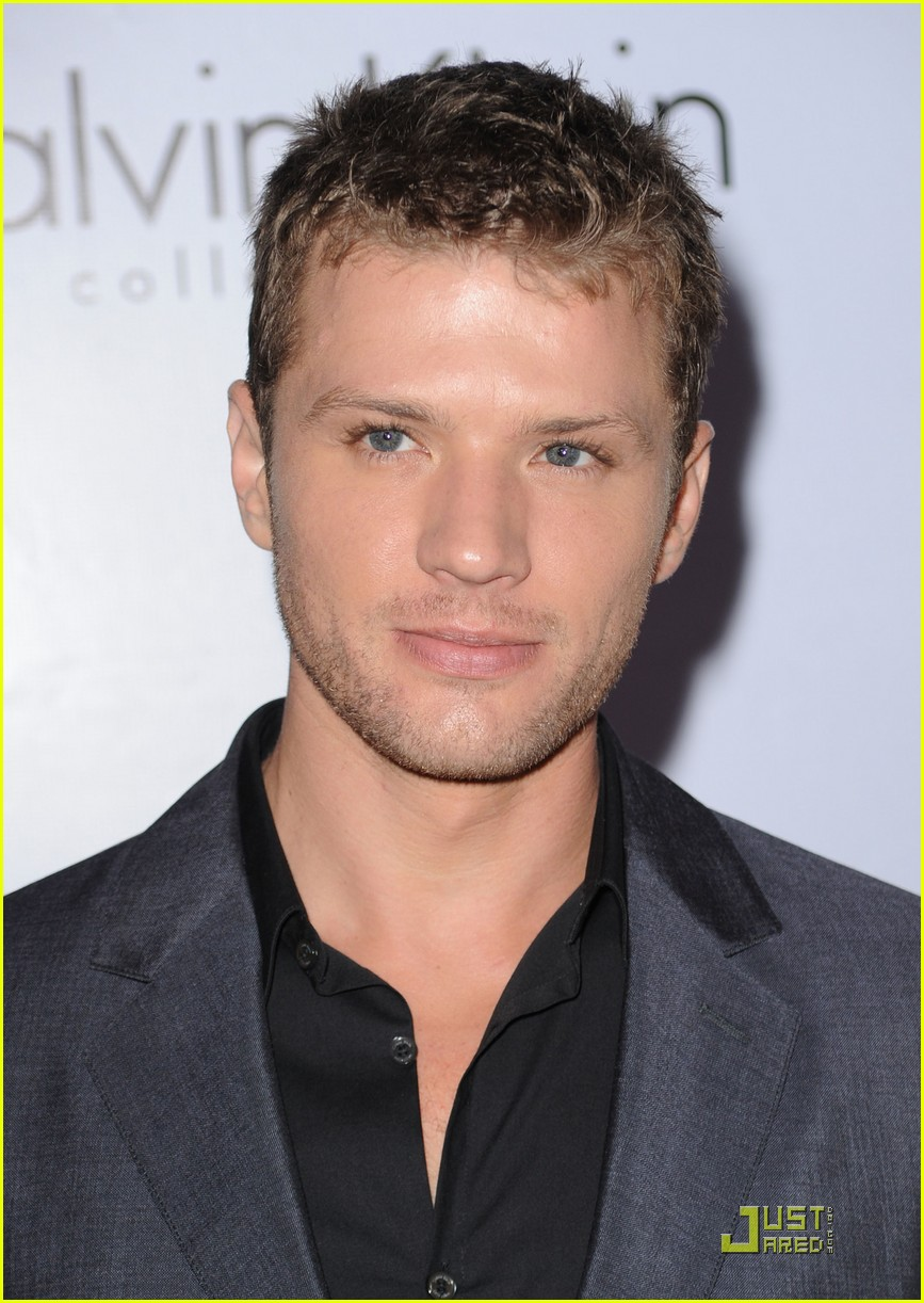 The 43-year old son of father Richard Phillippe and mother Susan Phillippe, 175 cm tall Ryan Phillippe in 2017 photo