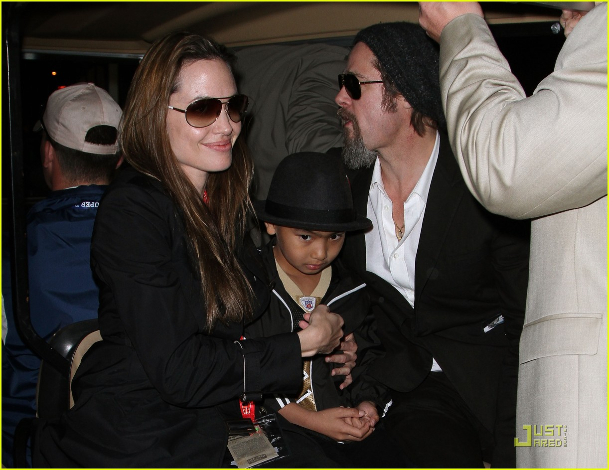 angelina jolie brad pitt superbowl sweethearts 06