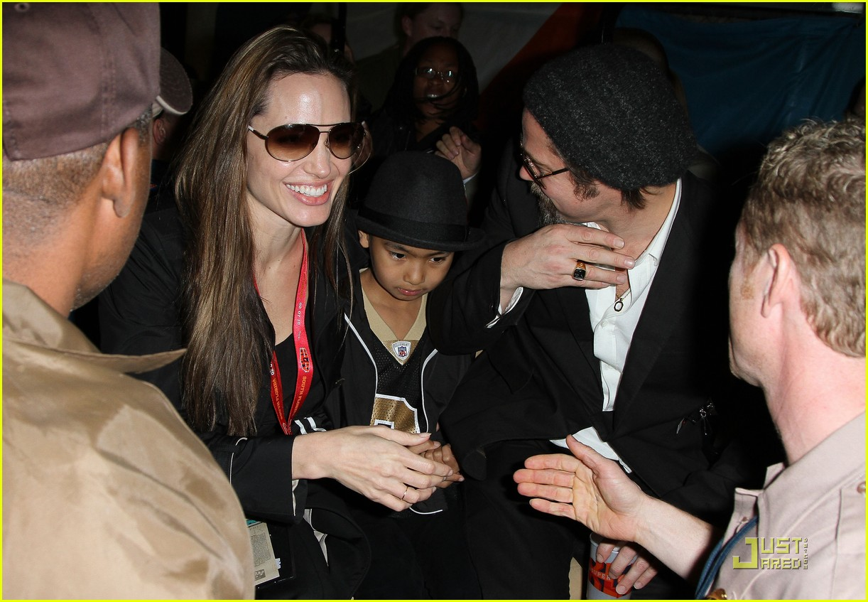angelina jolie brad pitt superbowl sweethearts 10