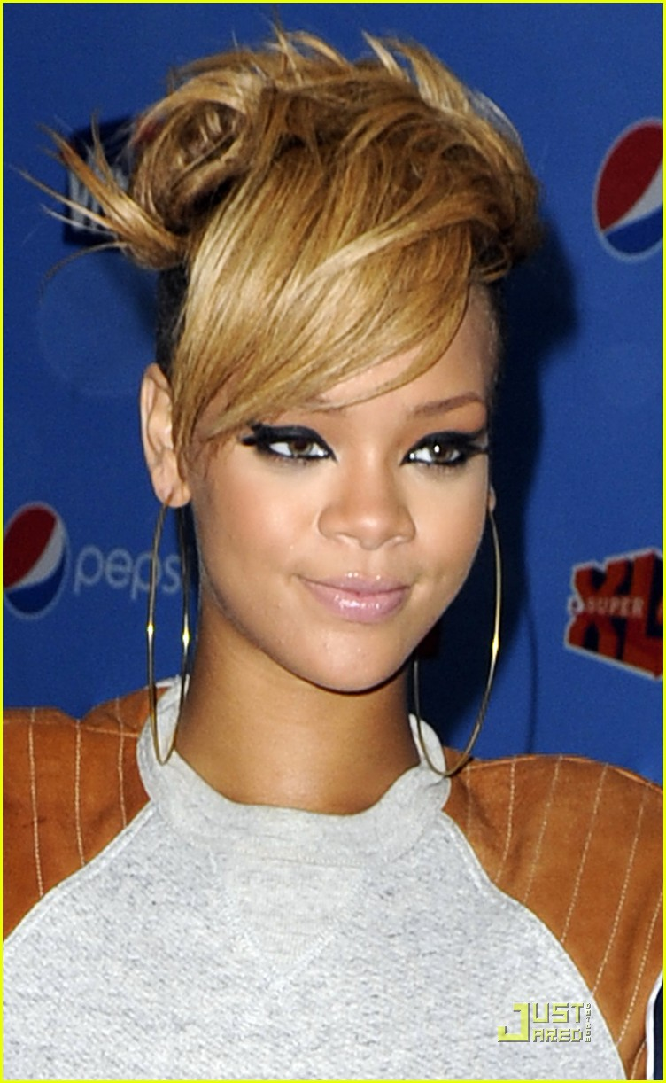 rihanna backstage beauty 01