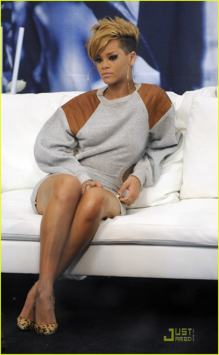 rihanna backstage beauty 02