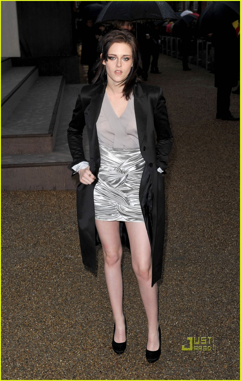 kristen stewart burberry show 07