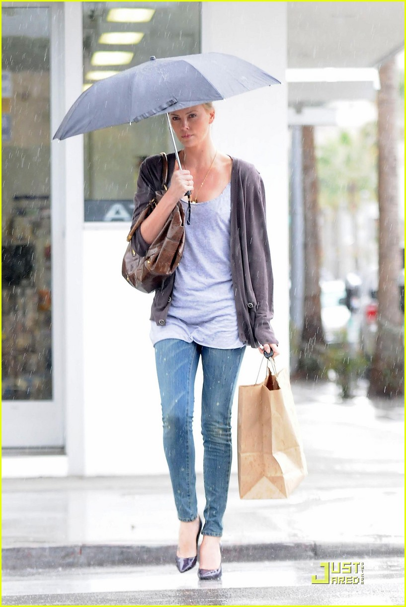 charlize theron weathers the storm 012426700