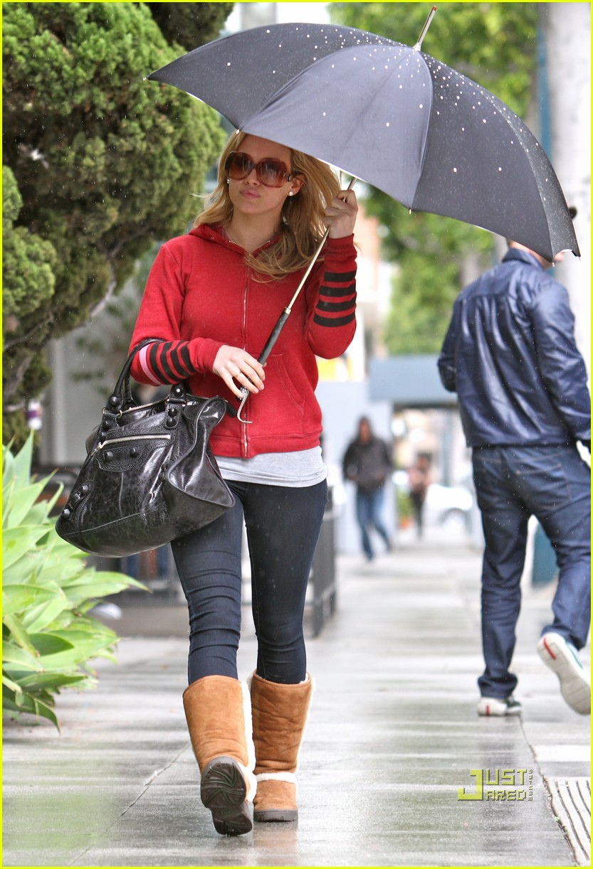hilary duff umbrella 01