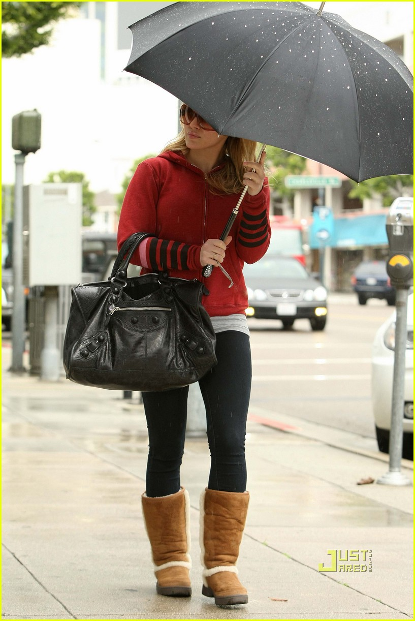 hilary duff umbrella 03