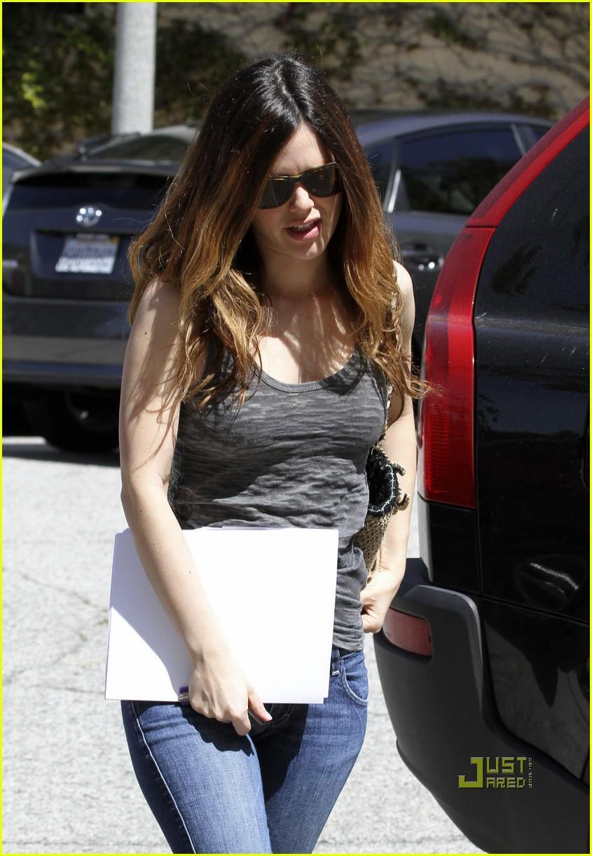 rachel bilson pregnancy rumors 09