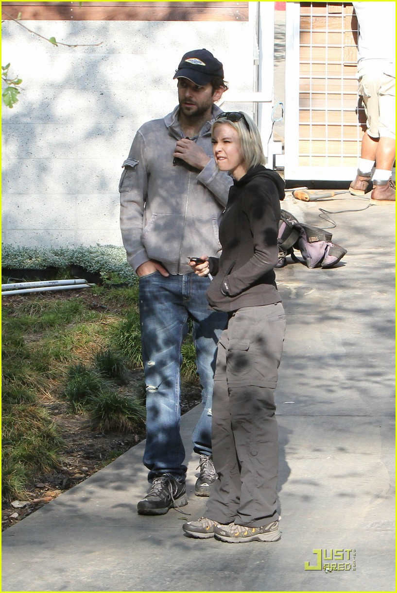 bradley cooper renee progress pair 05