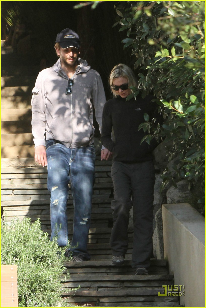 bradley cooper renee progress pair 15