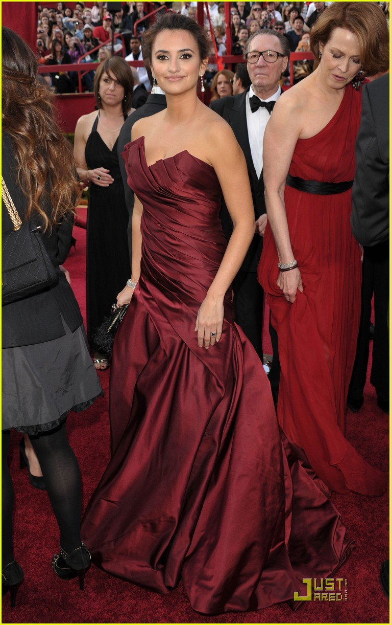 penelope cruz 2010 oscars red carpet 02