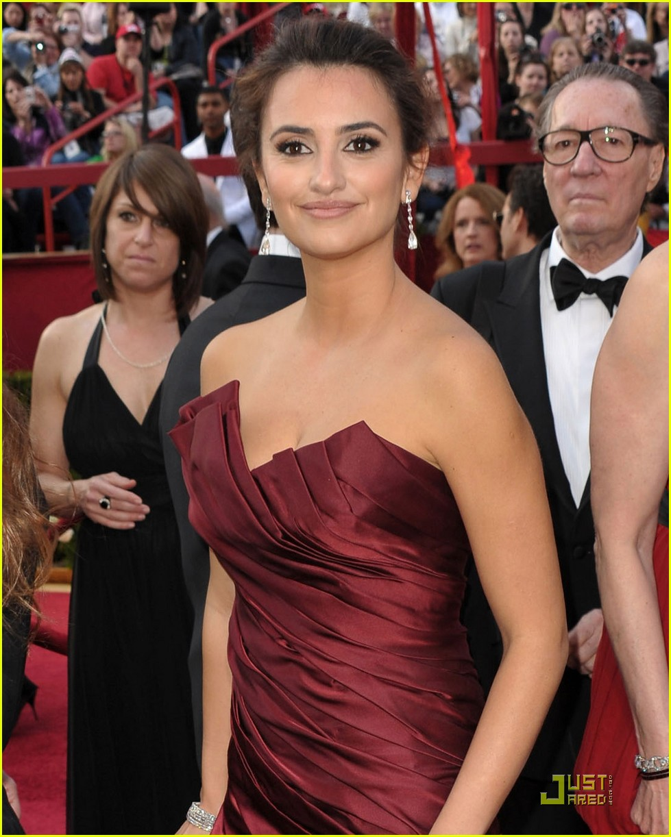 penelope cruz 2010 oscars red carpet 03
