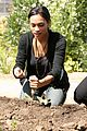 rosario dawson goes green 04