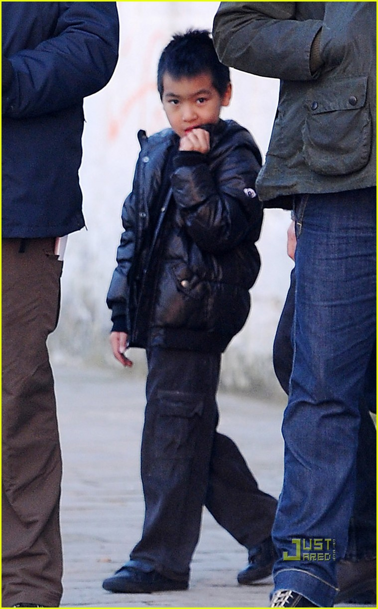 angelina jolie shiloh bonding time 02