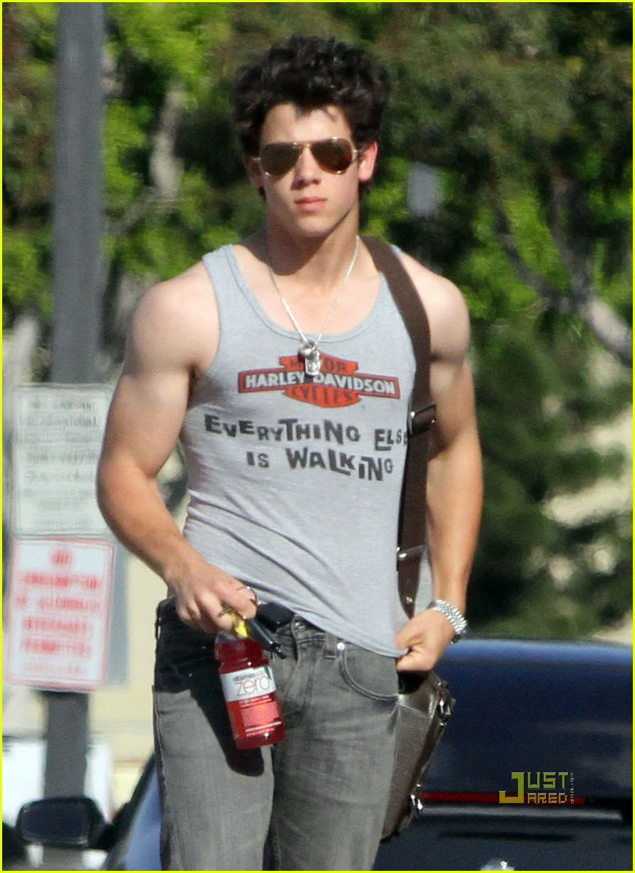 nick jonas muscles arm 06