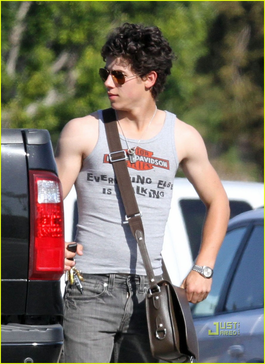 nick jonas muscles arm 11