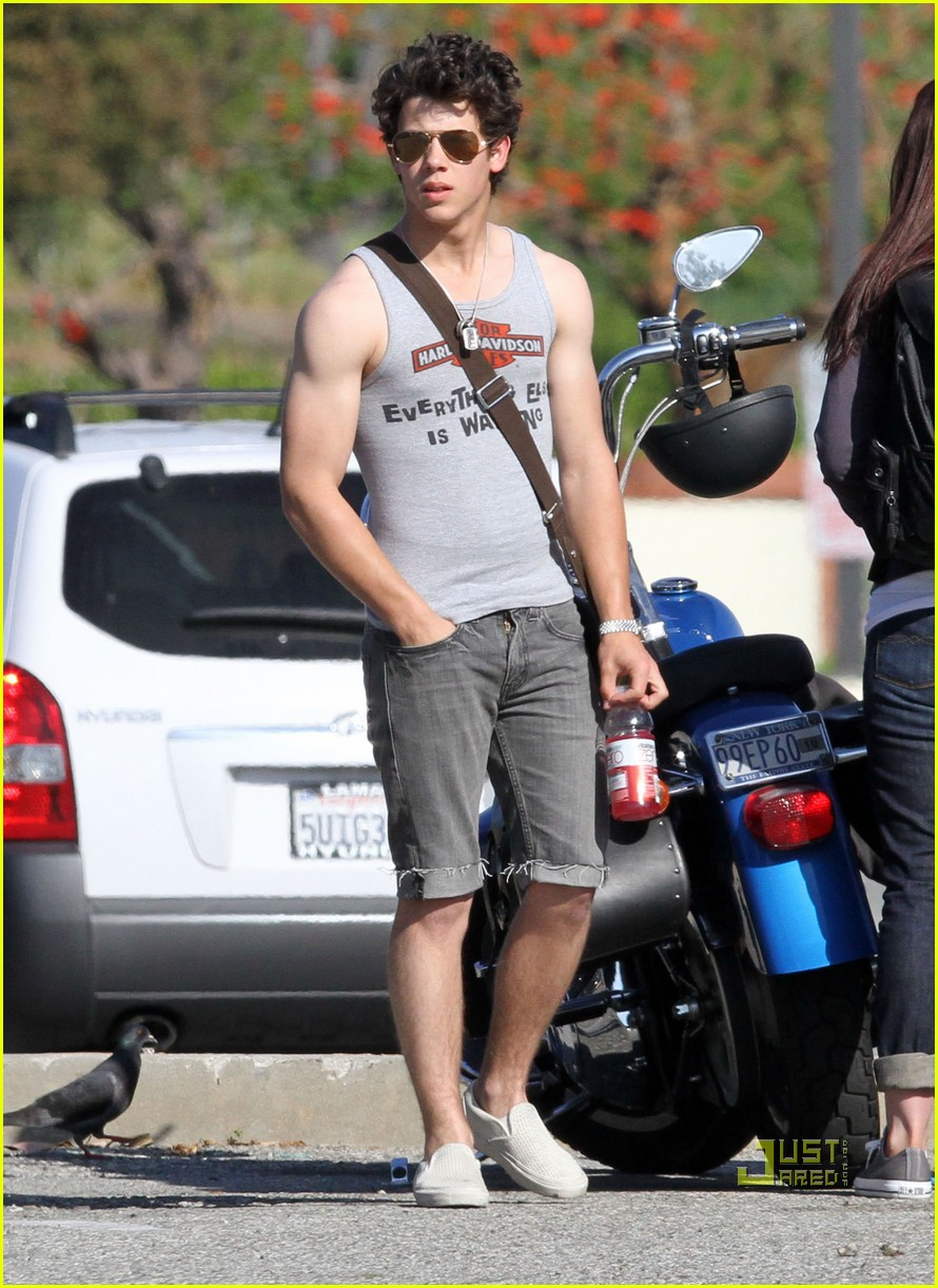 nick jonas muscles arm 15