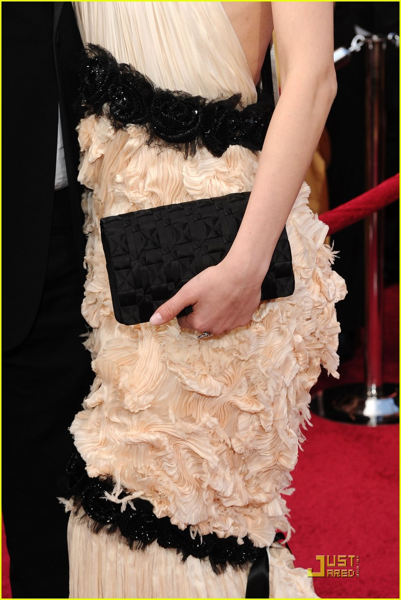 diane kruger 2010 oscars red carpet 05