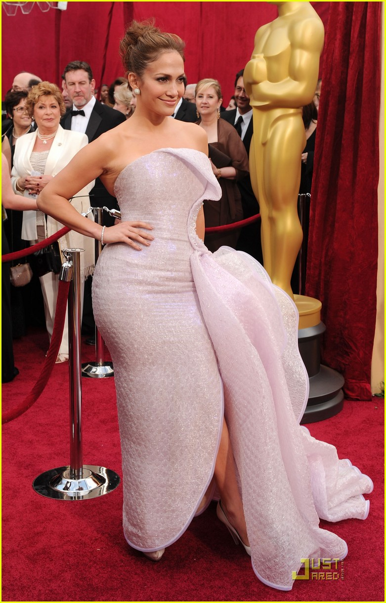 jennifer lopez oscars 2010 red carpet 01