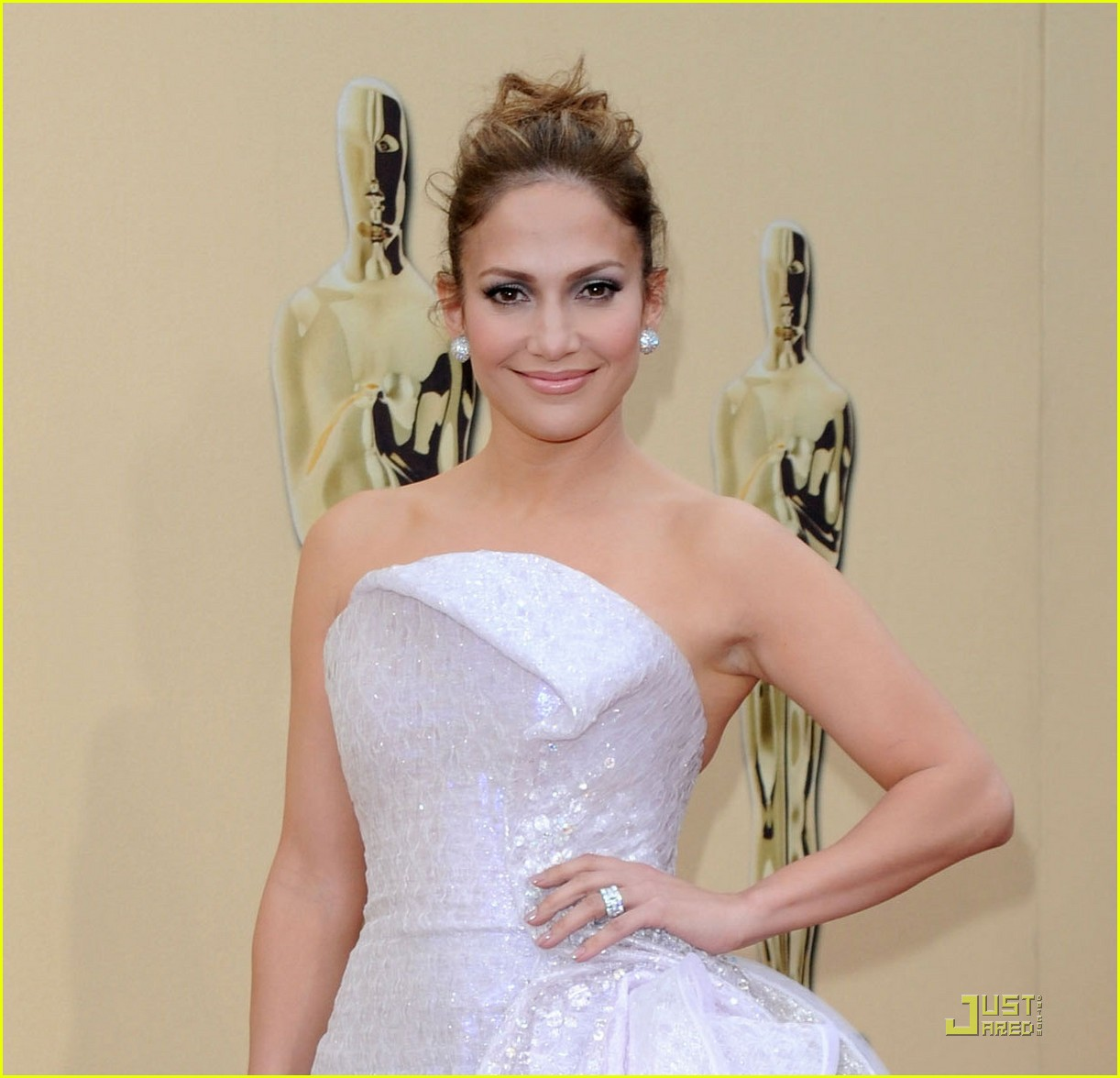 jennifer lopez oscars 2010 red carpet 02