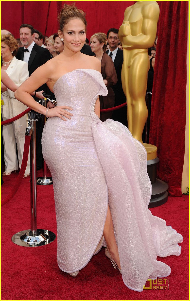 jennifer lopez oscars 2010 red carpet 052432833