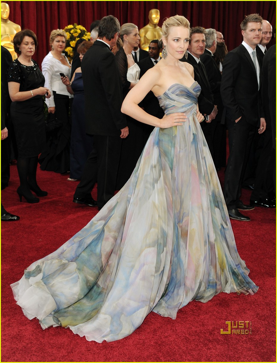 rachel mcadams 2010 oscars red carpet 01