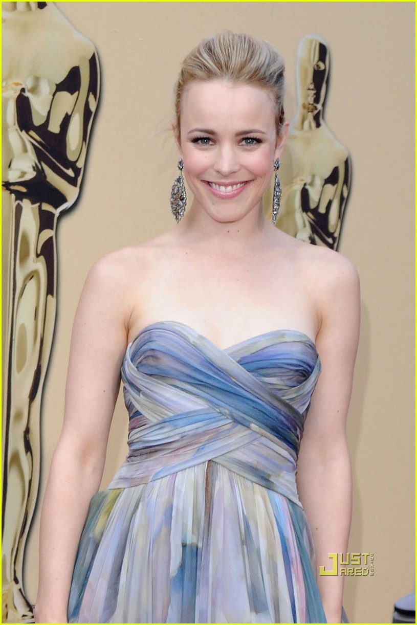 rachel mcadams 2010 oscars red carpet 02