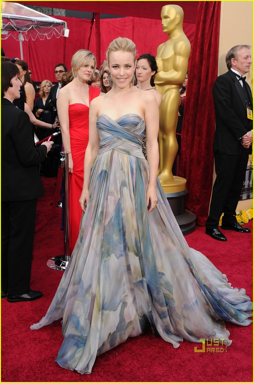 rachel mcadams 2010 oscars red carpet 03