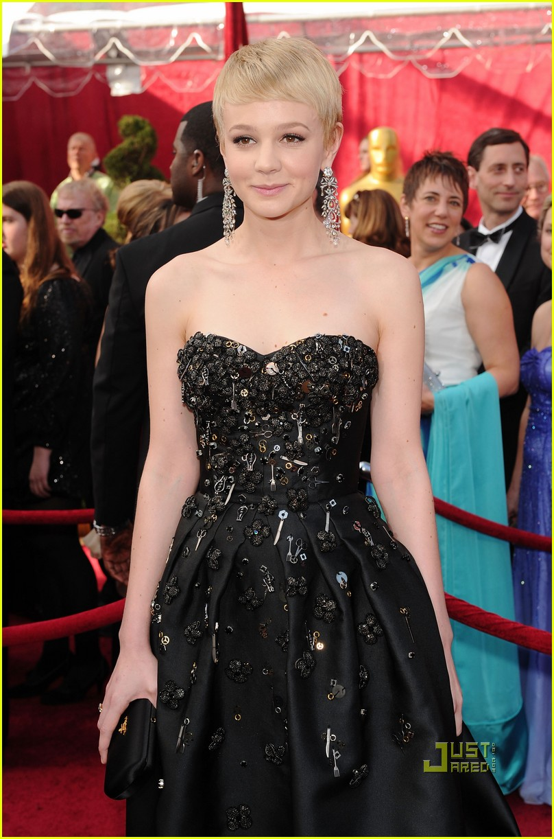 carey mulligan 2010 oscars red carpet 04
