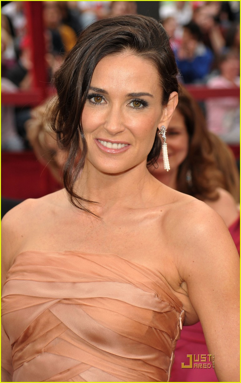demi moore oscars 2010 red carpet 02