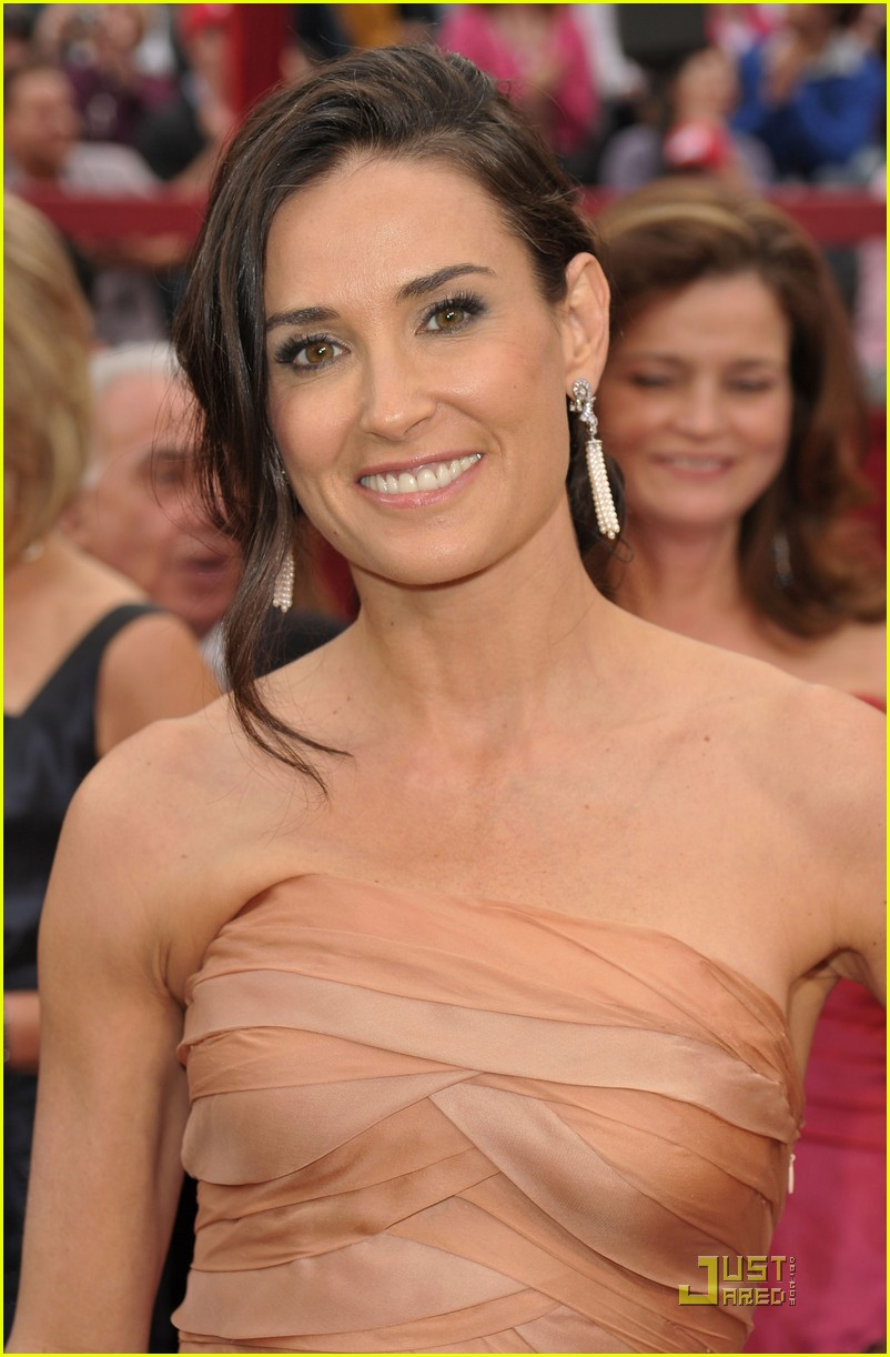 demi moore oscars 2010 red carpet 07