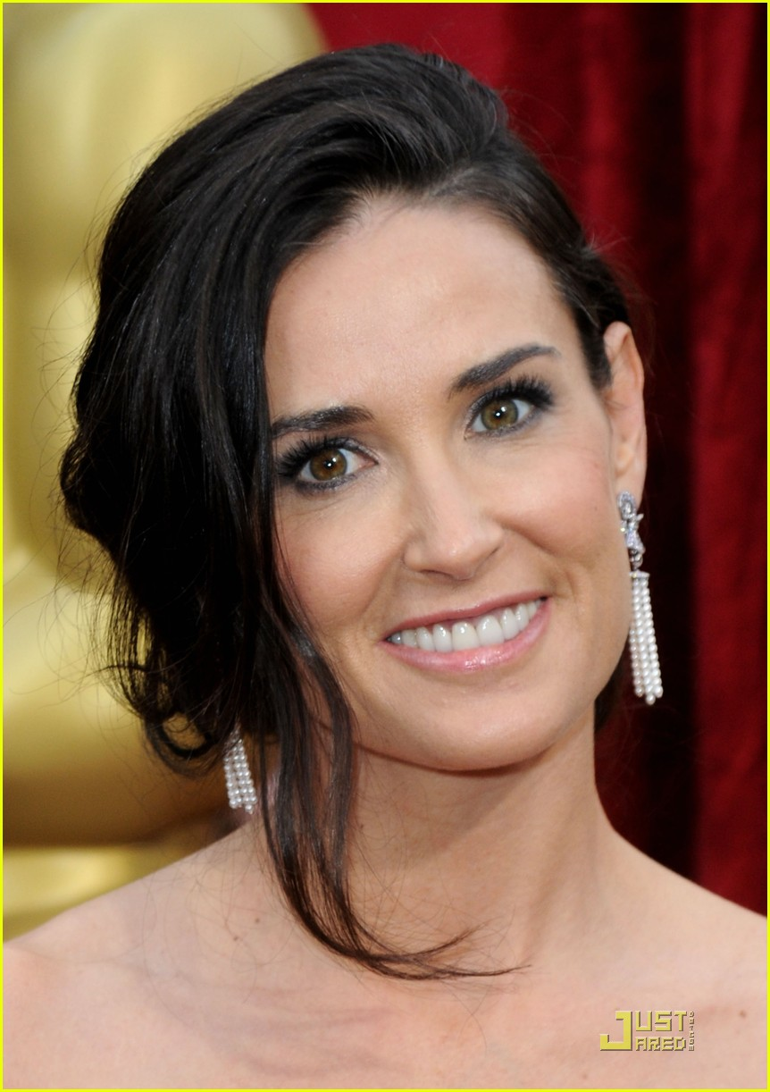 demi moore oscars 2010 red carpet 10