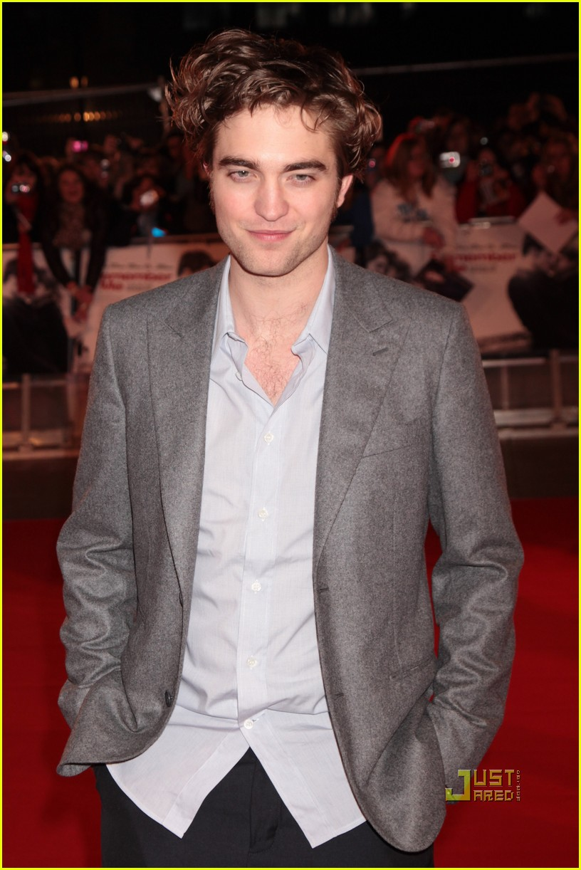 robert pattinson uk premiere remember me emilie de ravin 11