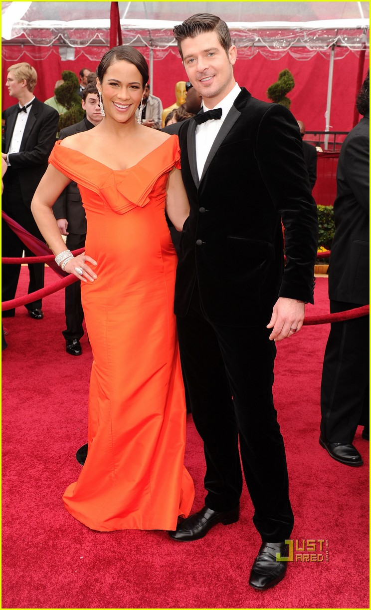 paula patton robin thicke 2010 oscars red carpet 02