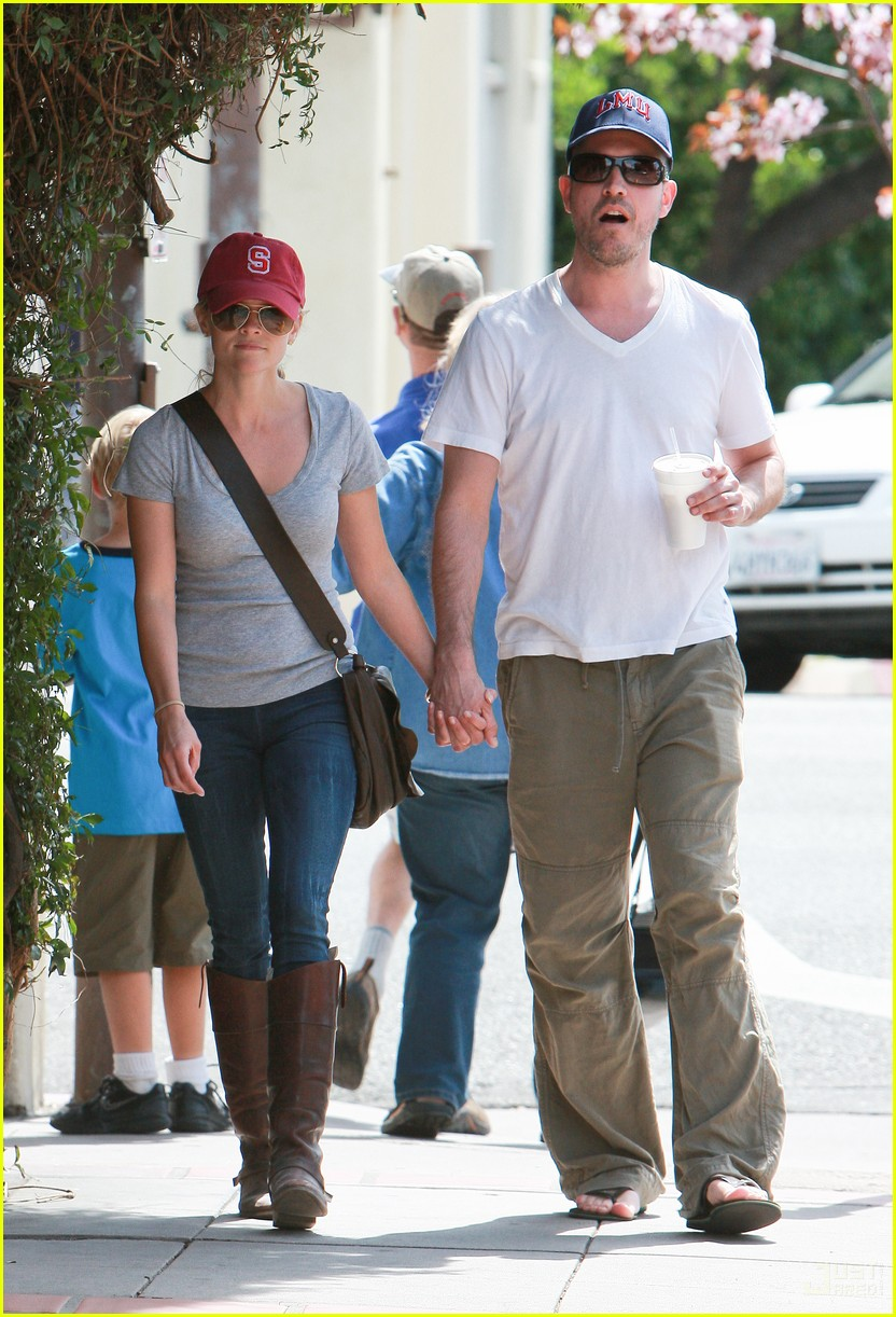 reese witherspoon jim toth holding hands 062436220