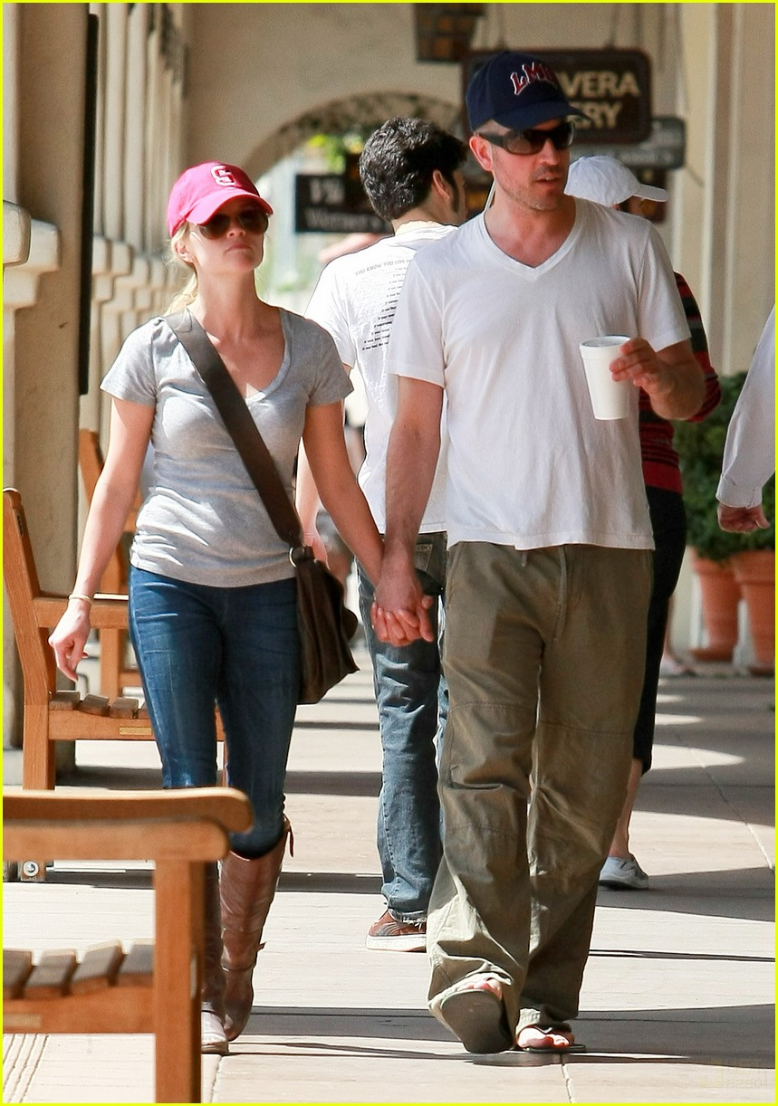 reese witherspoon jim toth holding hands 09