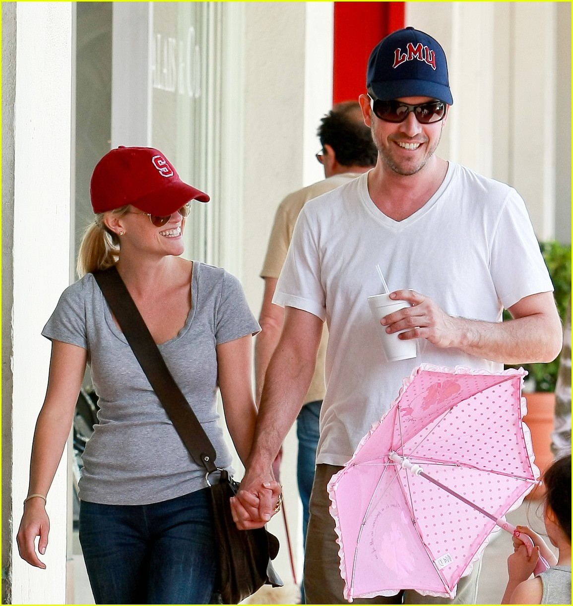 reese witherspoon jim toth holding hands 13