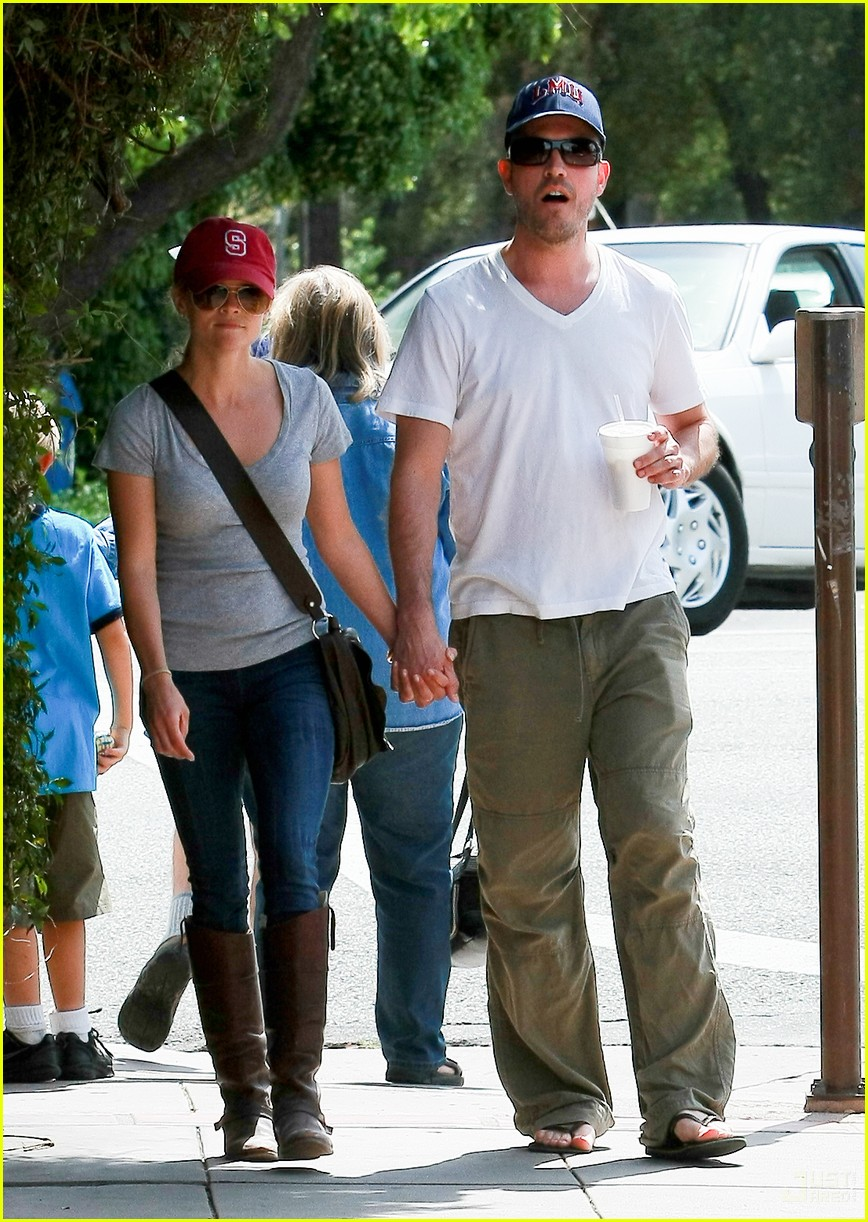reese witherspoon jim toth holding hands 15