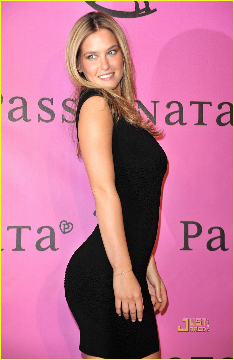 Bar Refaeli: Passionata in Paris!: Photo 2436796