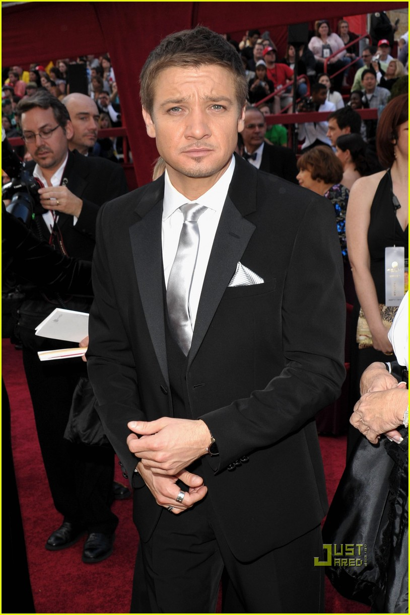 jeremy renner anthony mackie brian geraghty 2010 oscars red carpet 072432932