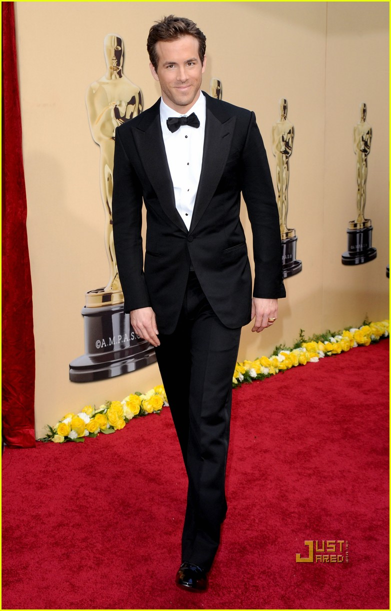 ryan reynolds 2010 oscars red carpet 02