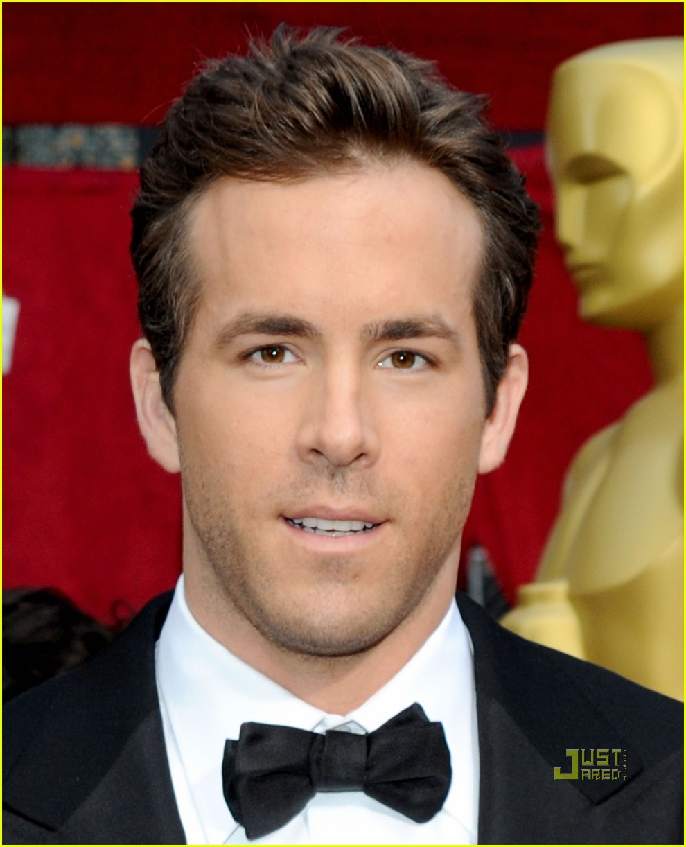 ryan reynolds 2010 oscars red carpet 03