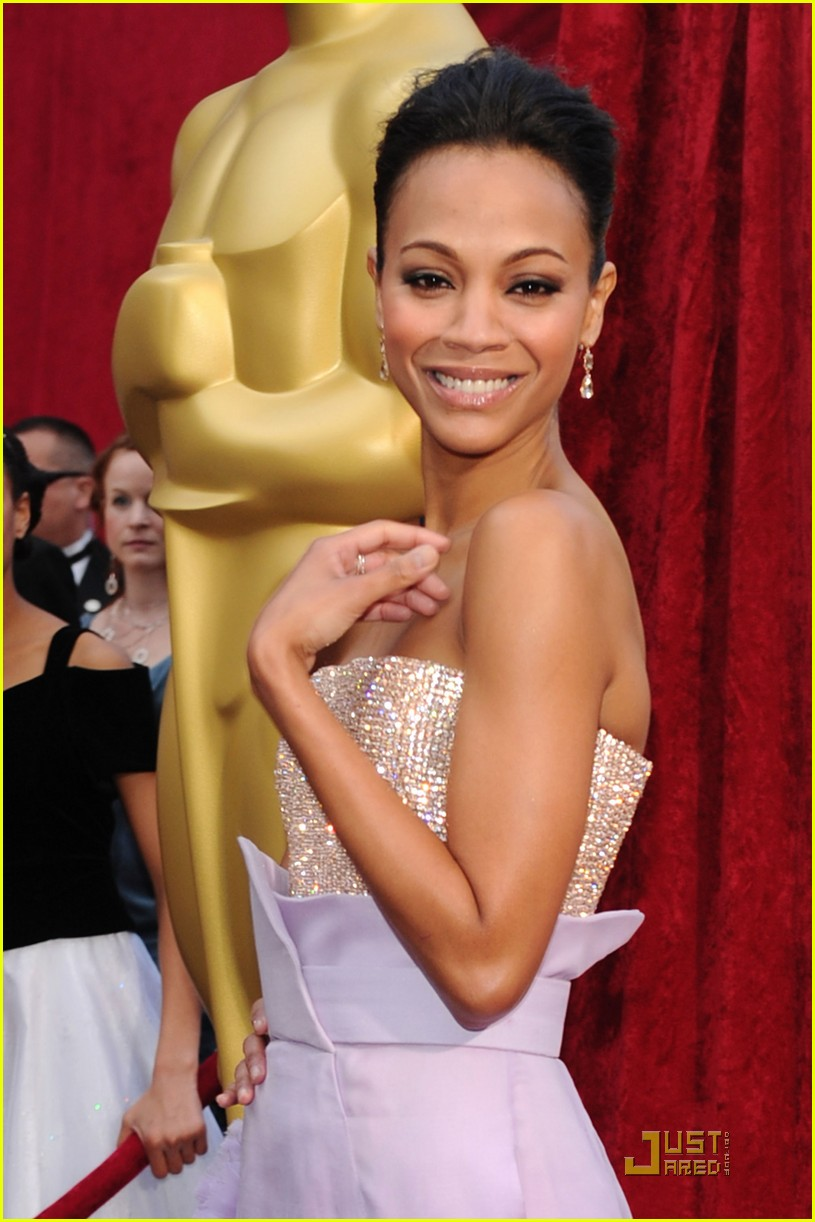 zoe saldana 2010 oscars red carpet 032432712
