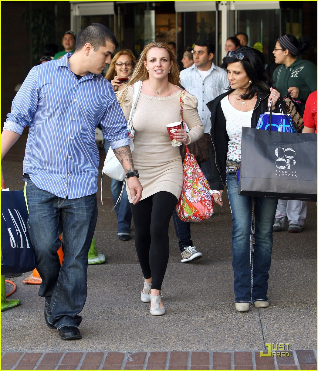 britney spears shops at glendale galleria 21