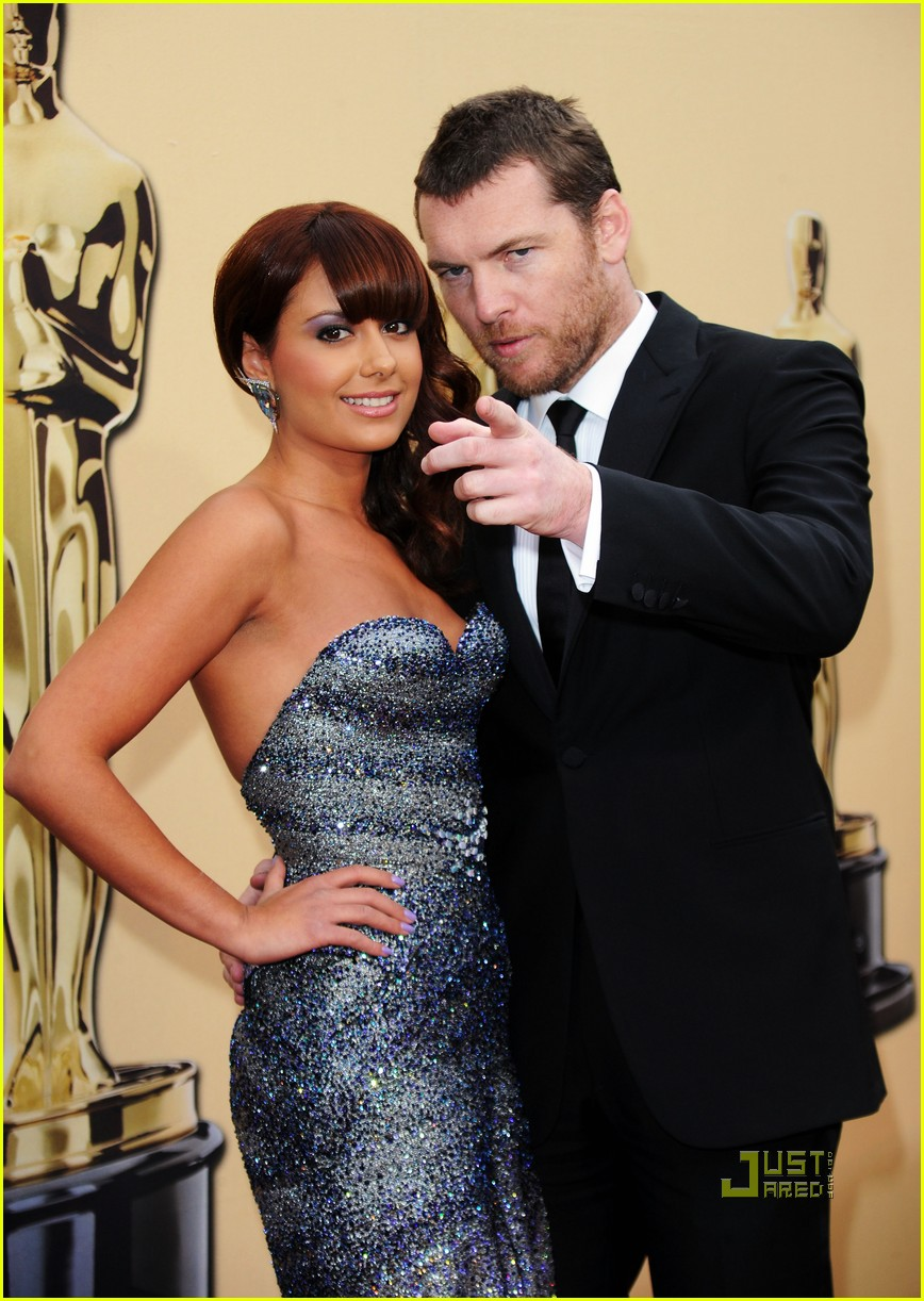 sam worthington natalie mark 2010 oscars red carpet inside 03